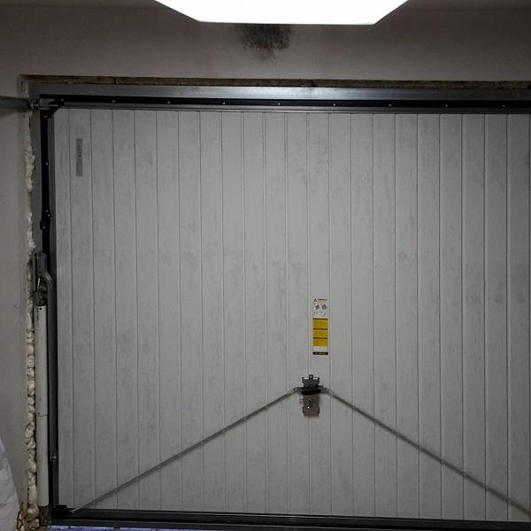 garážová vrata zevnitř
